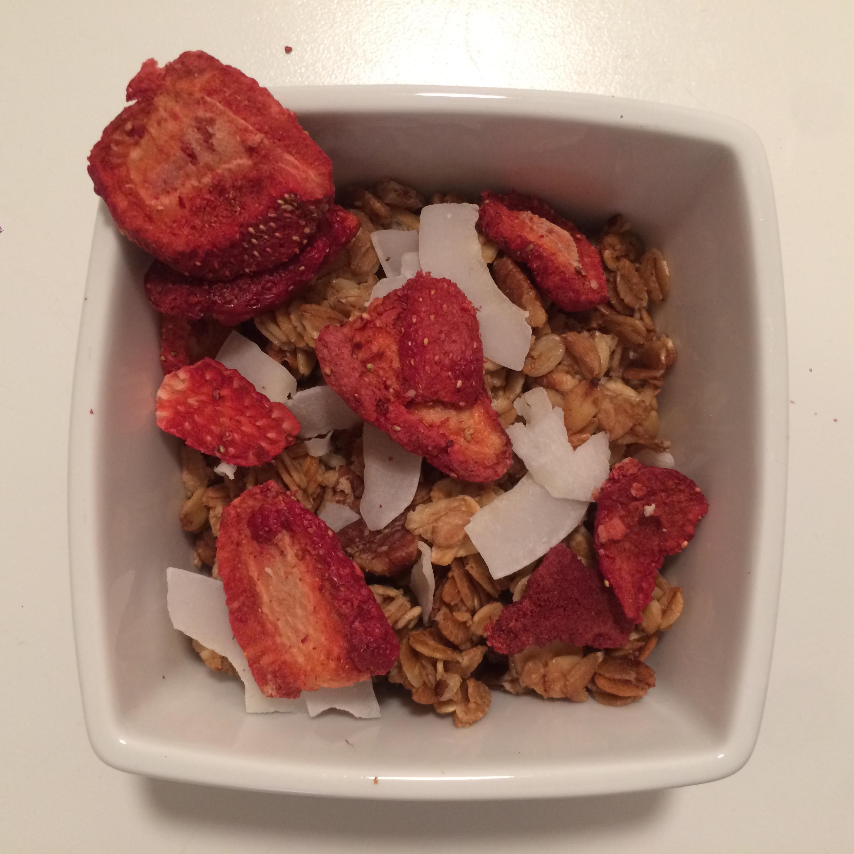 Knuspermuesli mit Erdbeeren